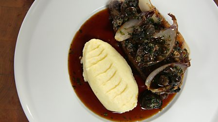 Pan-fried sirloin steak with red wine and snail sauce
