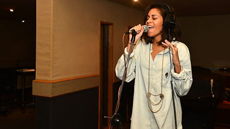 AlunaGeorge in the Hot for 2013 Live Lounge