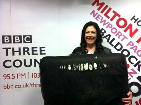 Alison came to the JVS Show for advice on her sofa. It's two and a half years old and is fraying.