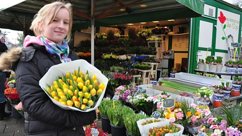 Photo: Ike at a Dutch flower stall