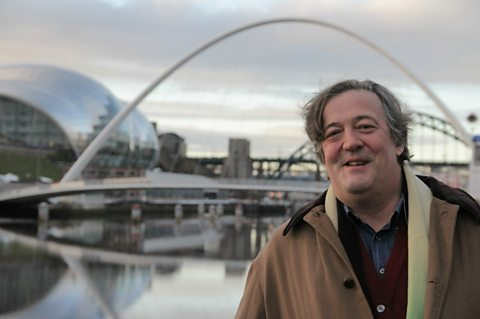 Stephen Fry in front of the Gateshead Millenium Bridge
