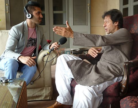 Mobeen Azhar talking to Imran Khan