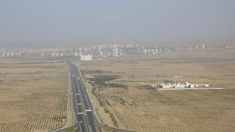 The main highway towards Ashgabat
