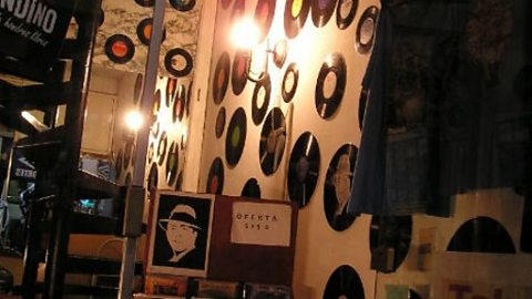 Topic Today - Your First Visit to a Record Shop