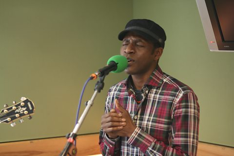 Tunde live in session