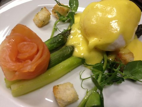 POACHED DUCK EGG WITH HOLLANDAISE SAUCE