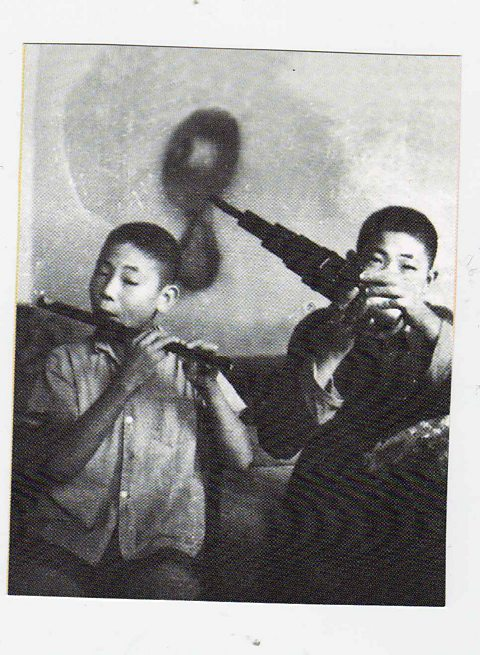 Guo Yue playing bamboo flute with his brother Yi playing the sheng