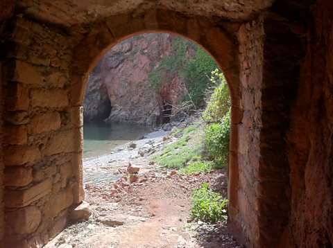 Sark, tunnel leading to the beach