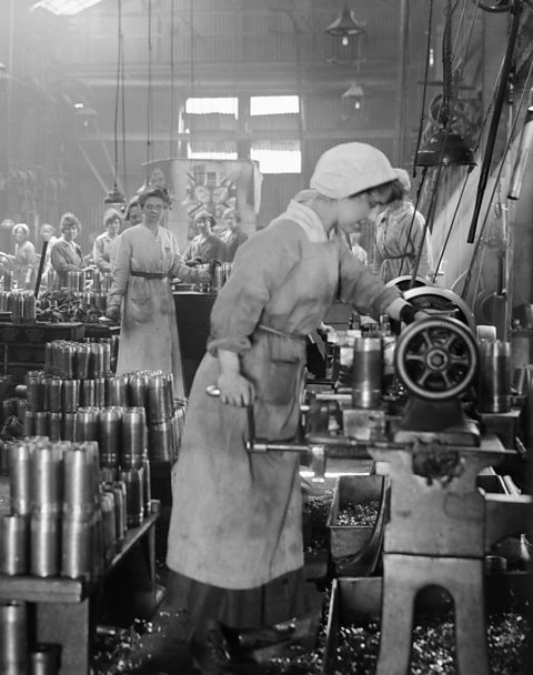 Women at work during World War One in Woolwich Arsenal.