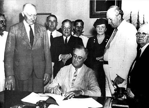 Franklin D Roosevelt (FDR) signs the social security bill