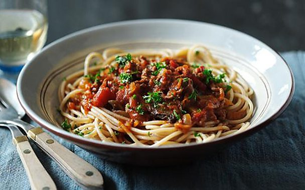Healthy spaghetti bolognese from BBC Food