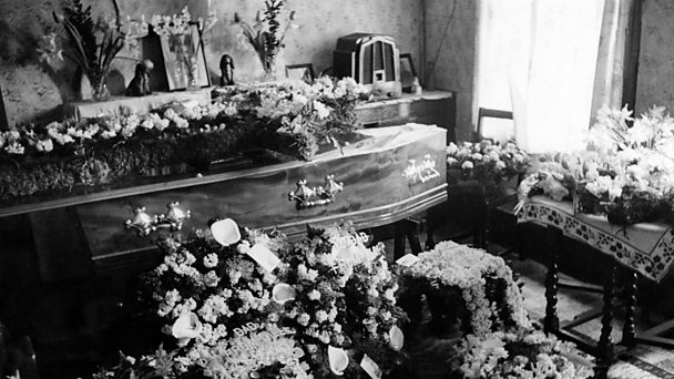 The coffin of Battersea street trader Jim Lloyd rests in his living room.