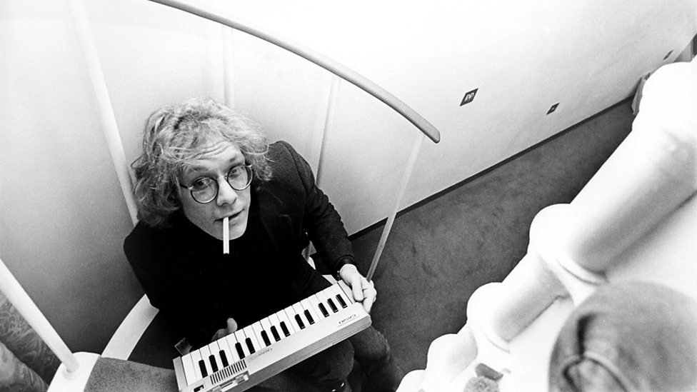 Warren Zevon � Songs, Playlists, Videos and Tours � BBC Music
