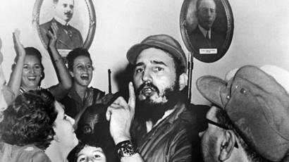 Fidel Castro, rodeado de simpatizantes, poco después de derrocar a Batista.