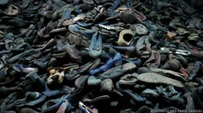 Giầy dép của những người bị đưa tới  Auschwitz