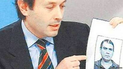 Gustavo Béliz muestra una foto de 'Jaime' Stiusso