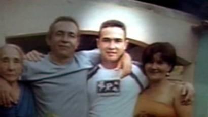 Jean Charles com parentes em Gonzaga (MG)