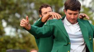 Bubba Watson get his green jacket