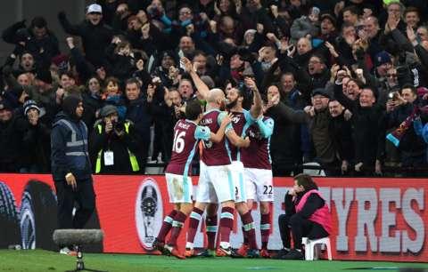 Arsenal wallops Swansea 4 - 0