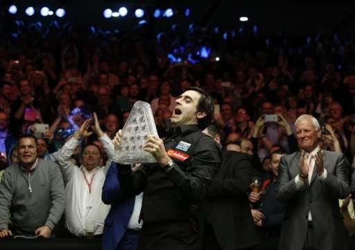Ronnie OSullivan berdegup Barry Hawkins untuk memenangi gelar ke6