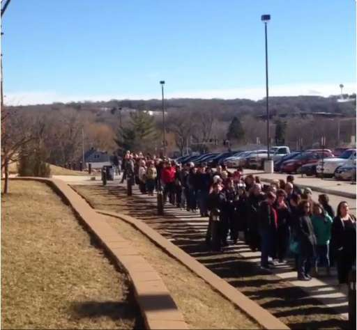 Long line of Hillary Clinton supporters queuing up in Iowa on 31 January