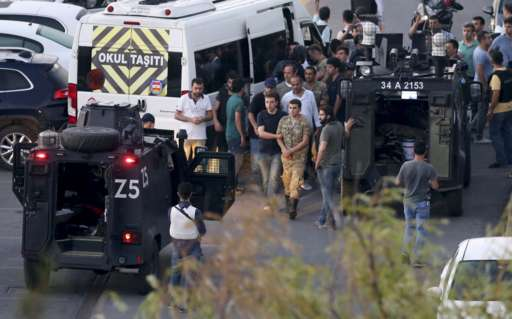Turkish police arrest Turkish soldiers