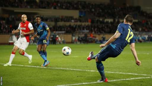 Olivier Giroud scores for Arsenal
