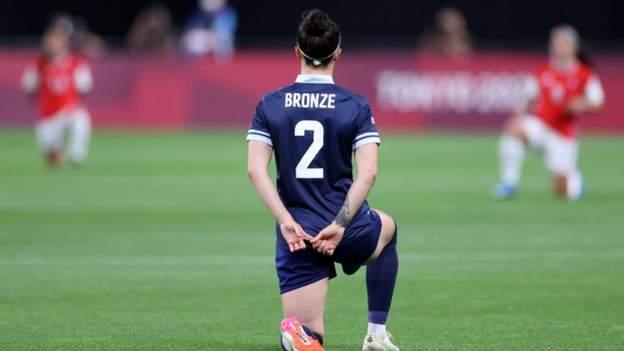 Tokyo Olympics: Team GB women's football take the knee