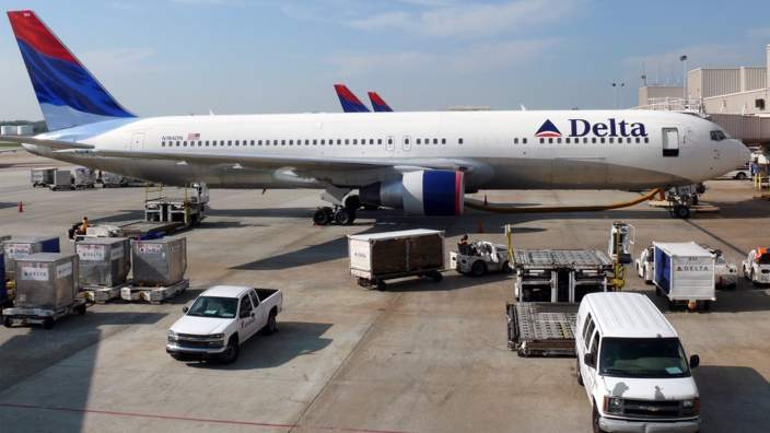 Delta Airlines & This is what happens if you open a plane door mid-flight - BBC Three Pezcame.Com