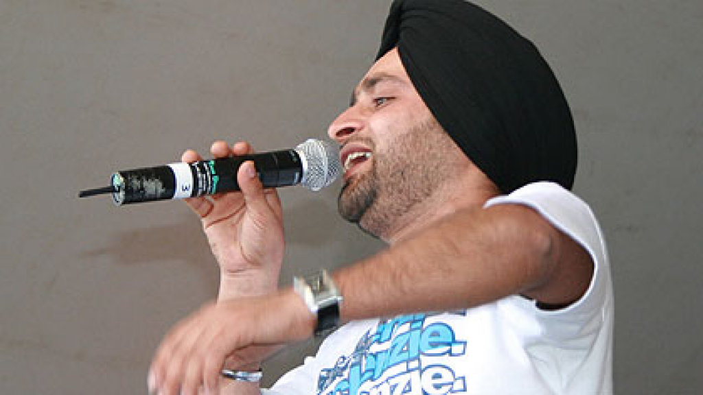Watch Surinder Rattan live at London Mela
