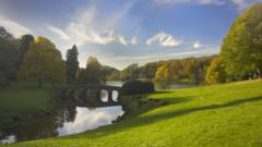 Stourhead gardens in the autumn