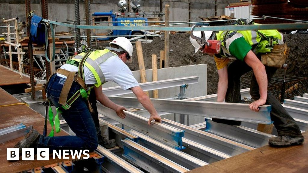 UK growth boosted by warmer weather