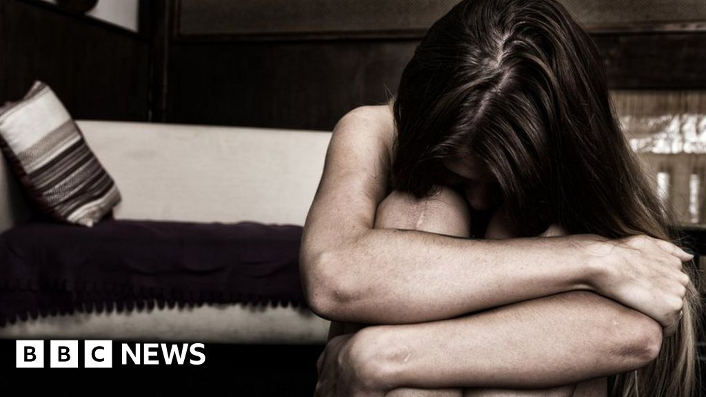 Domestic abuse: Killers 'follow eight-stage pattern', study says thumbnail