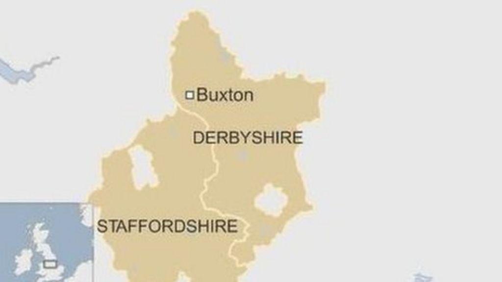 Paraglider dies in Hollingsclough field fall - BBC News
