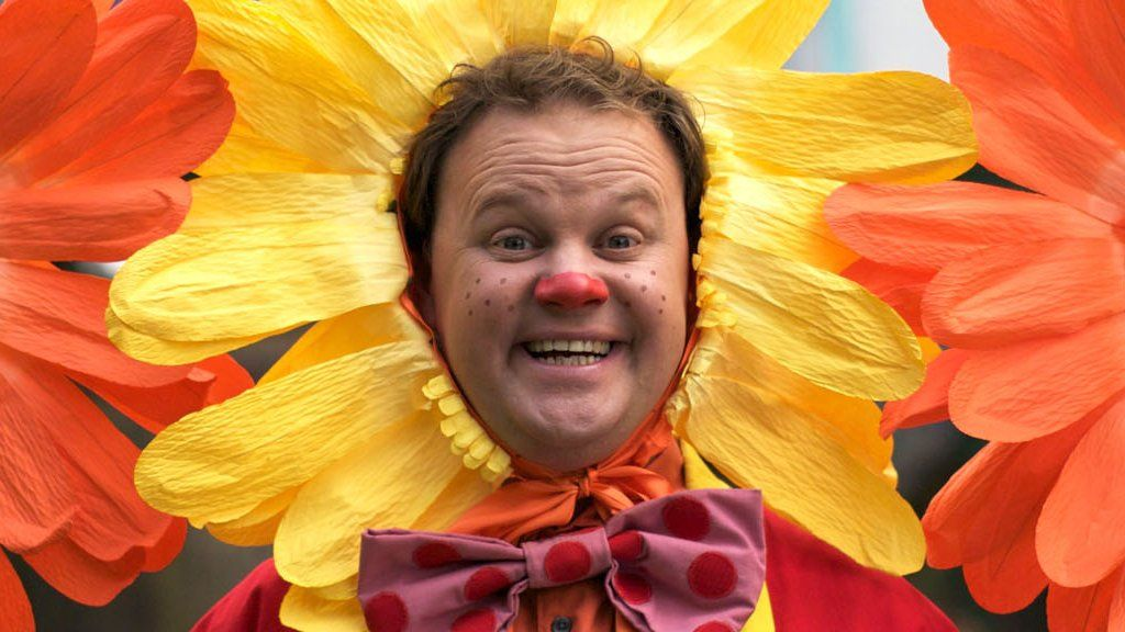 Justin Fletcher: Meeting the man behind Mr Tumble - BBC News