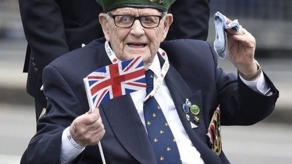 VJ Day: Veterans at 70th anniversary commemorations - BBC News
