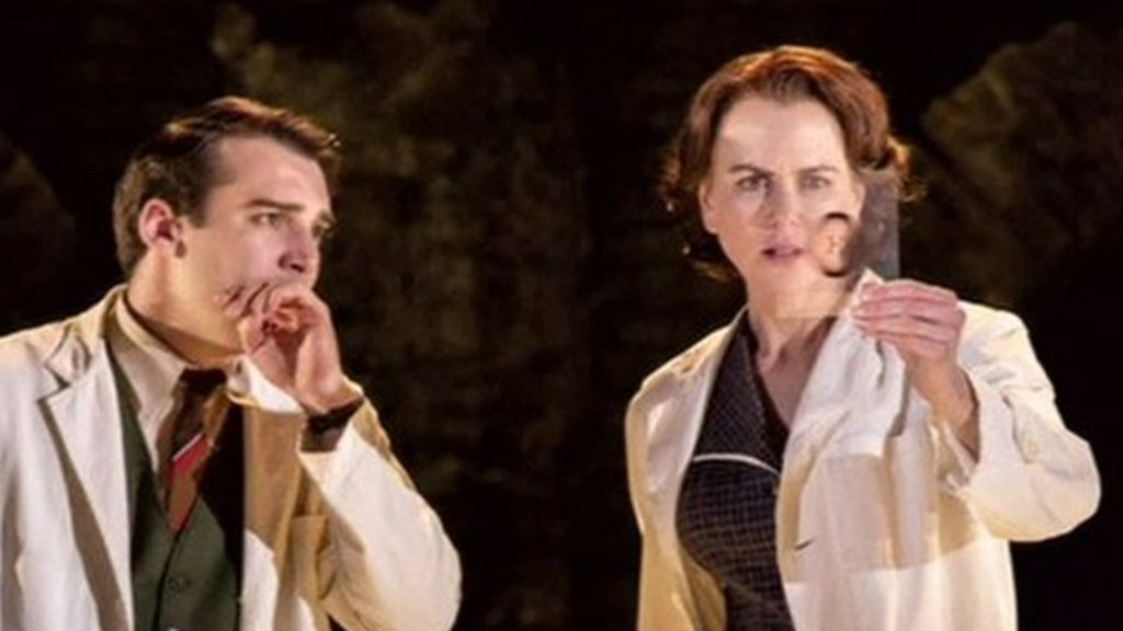 Nicole Kidman wins theatre award for her role in Photograph 51 ...