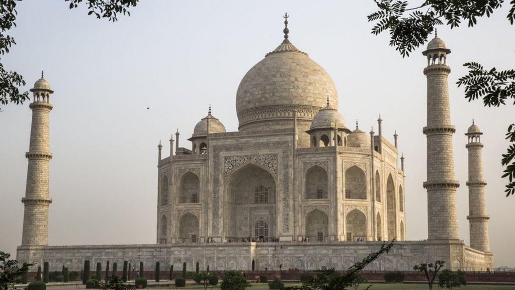 Japan tourist at Taj Mahal 'dies after fall' - BBC News
