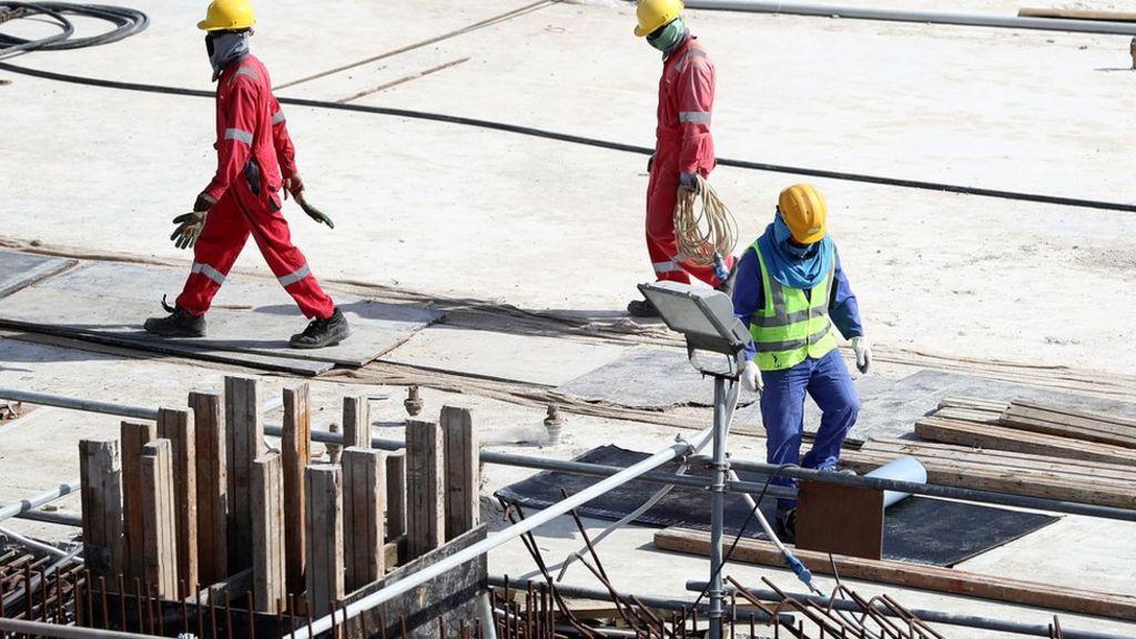وفاة عامل بريطاني في إنشاءات استاد خليفة الدولي بالدوحة - BBC Arabic