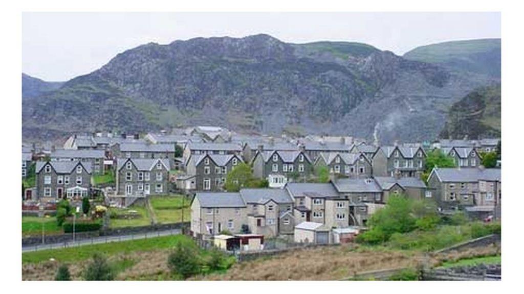 Tresbasu a fandaliaeth ar reilffordd Blaenau Ffestiniog - BBC Cymru ...