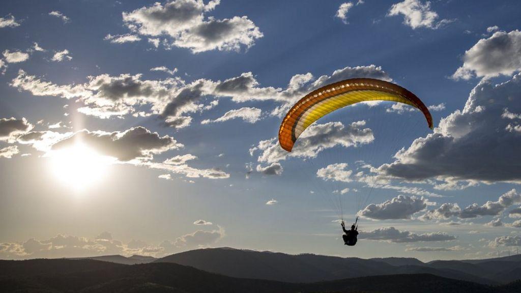 'Israeli Arab paraglider' sparks Syria border operation - BBC News