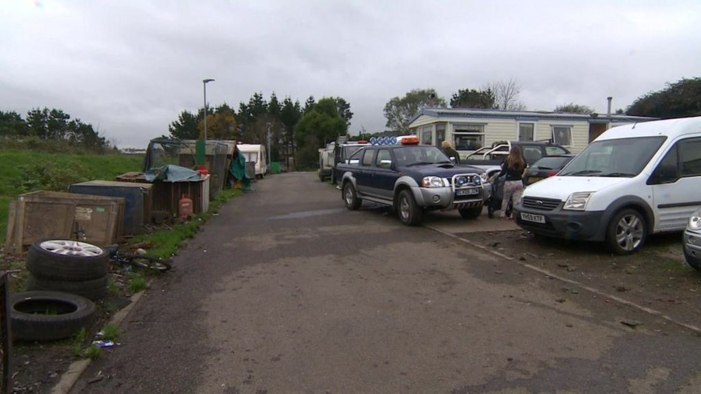 Cornwall travellers' sites target soars to 318 - BBC News