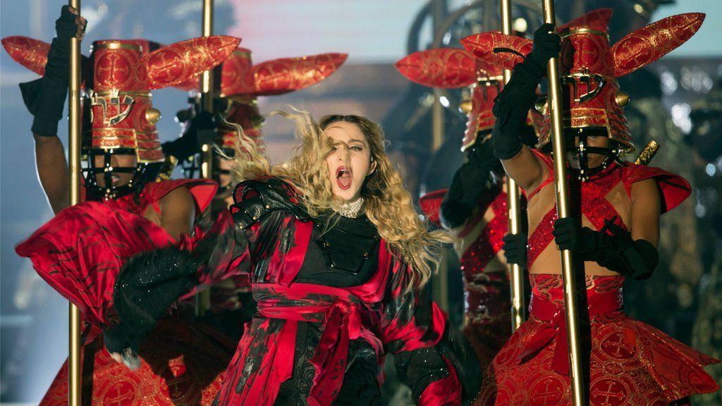 Madonna returns to scene of Brits fall - BBC News