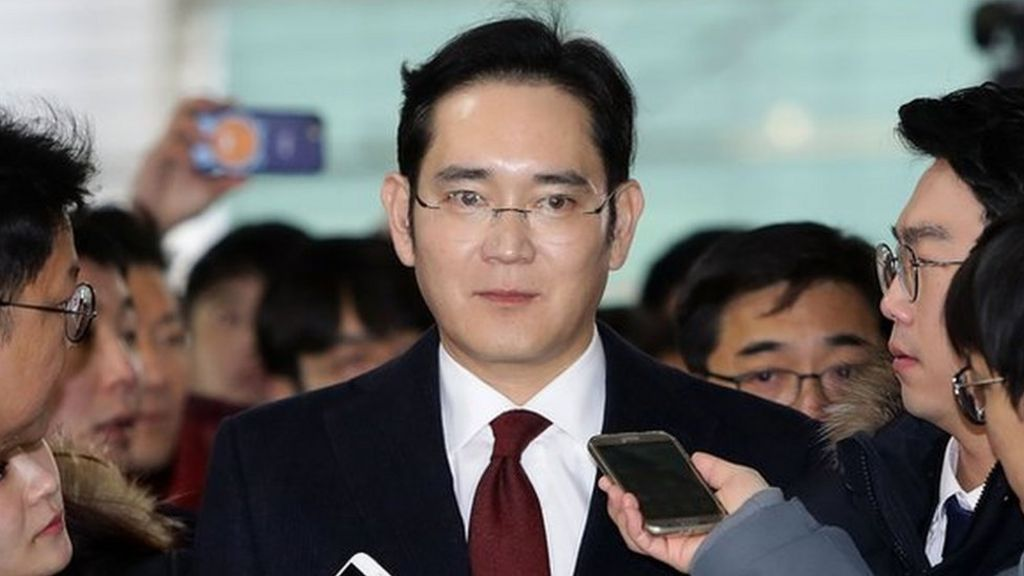 Samsung boss questioned in South Korea corruption probe