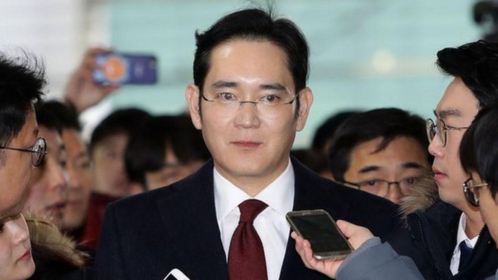 Samsung boss questioned in South Korea corruption probe