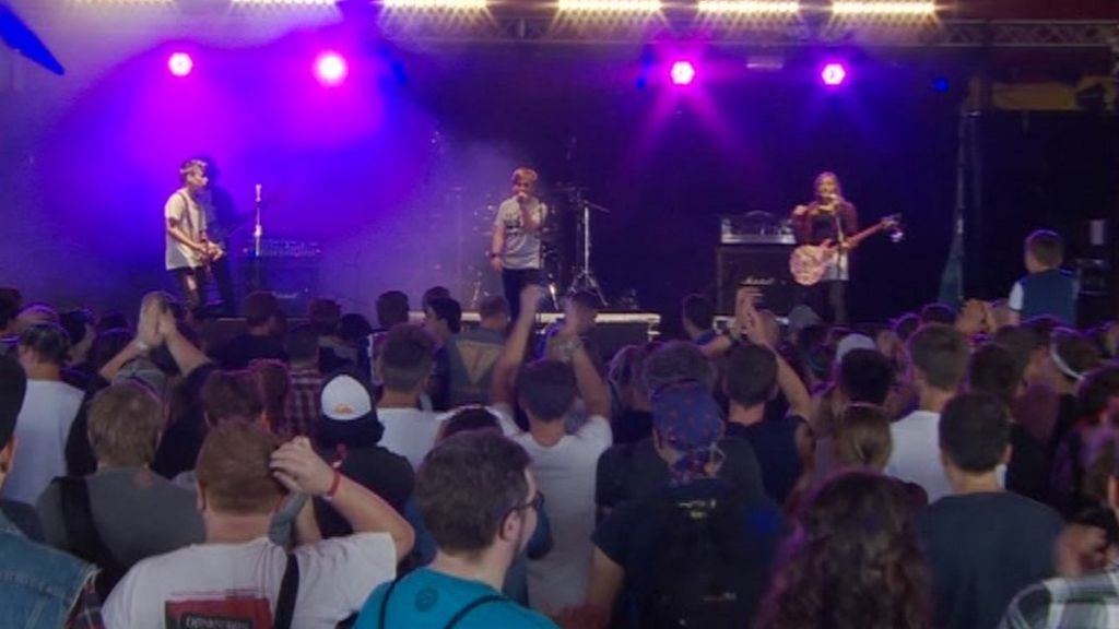 Mini Band play Reading Festival gig after 'surprise' revealed on TV ...