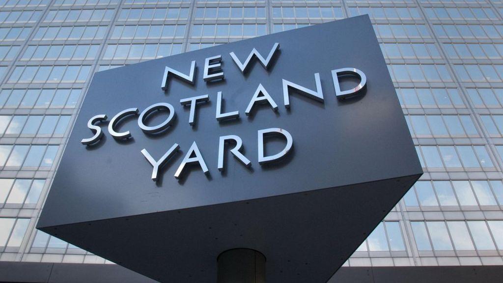 Man held over alleged Islamist terror links - BBC News