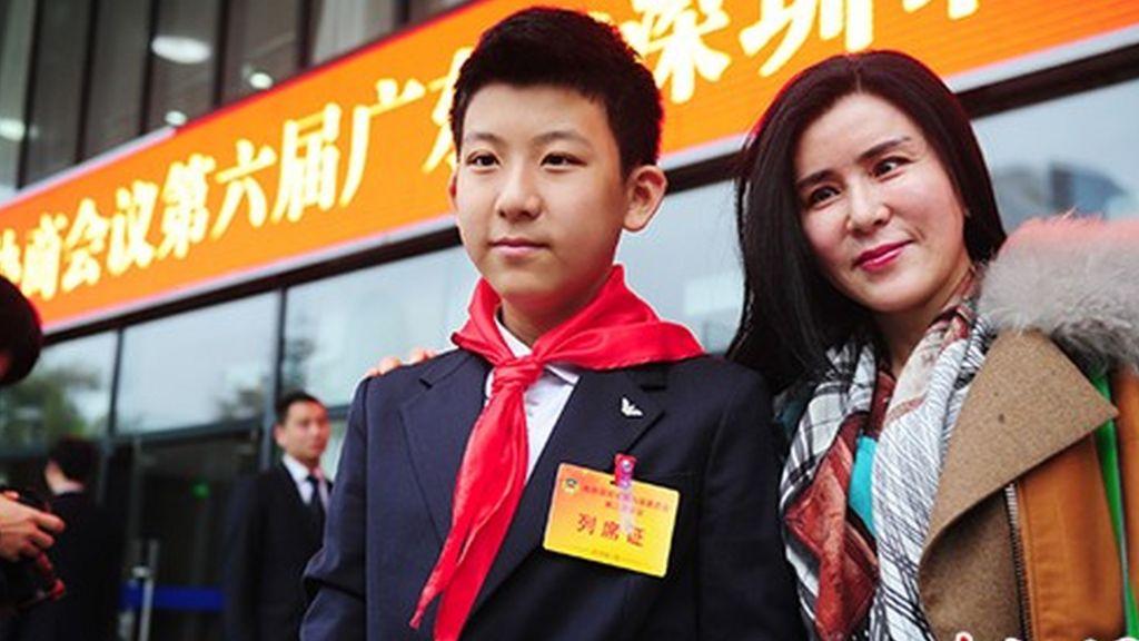 'Armani Communist' divides China - BBC News