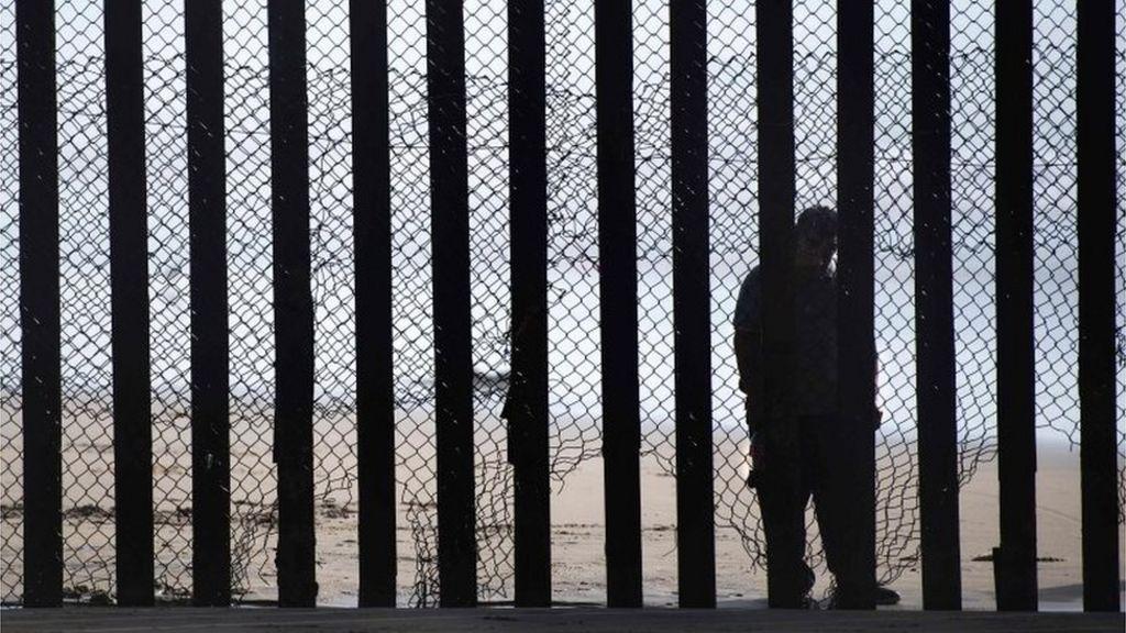 Trump border wall funding facing delay - BBC News
