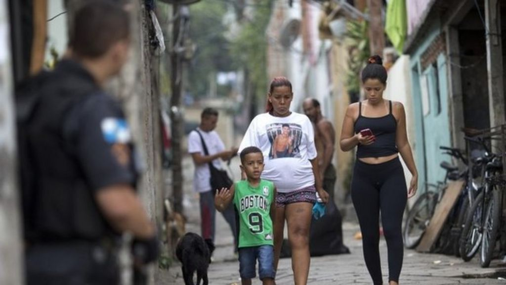 Eduardo Victor killing: Police held for 'planting gun' - BBC News